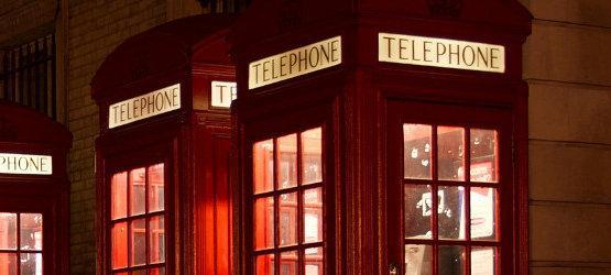 londyńskie budki telefoniczne